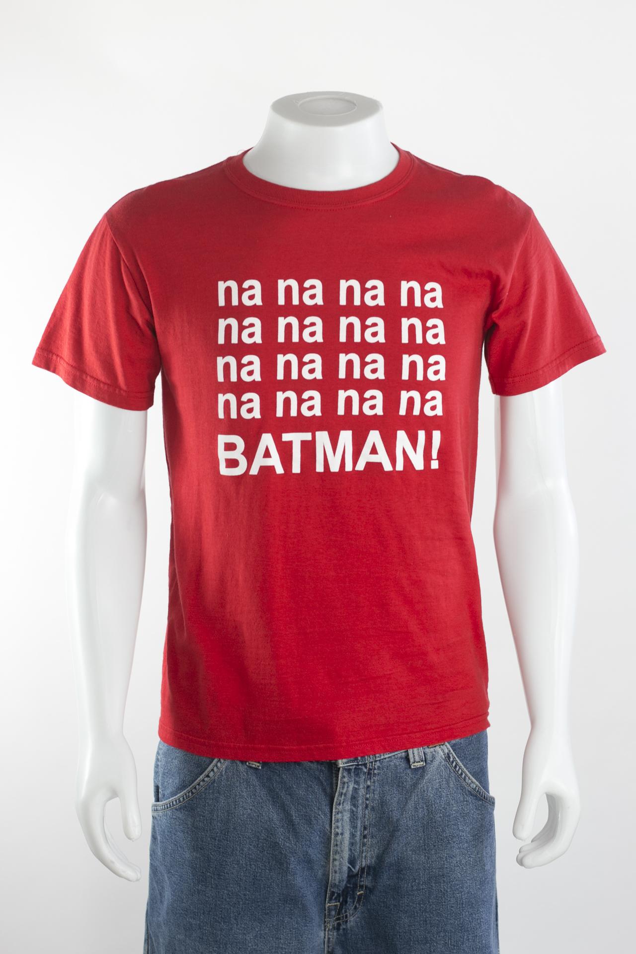 19519241b5 GILDAN - Camiseta vermelha com estampa Batman - Brechó Agora é Meu!