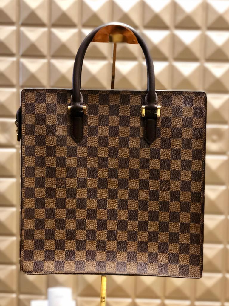 4e8dbb8dc ... Bolsas / LOUIS VUITTON – Bolsa vintage Damier Ebene. 🔍. Compartilhe: